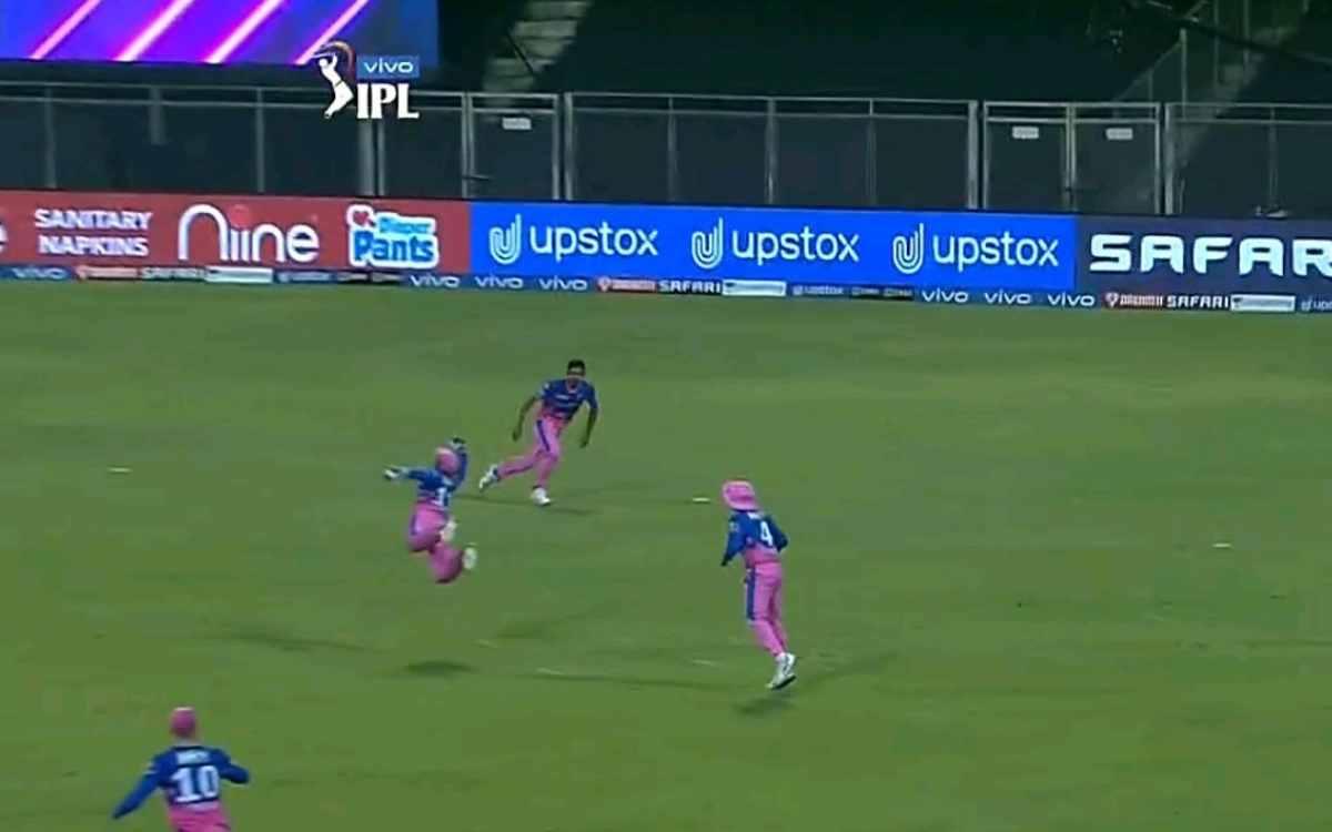 Cricket Image for VIDEO : क्या ये कोई उड़ता हुआ पंछी है? बिल्कुल नहीं, ये उड़ता हुआ संजू सैमसन है