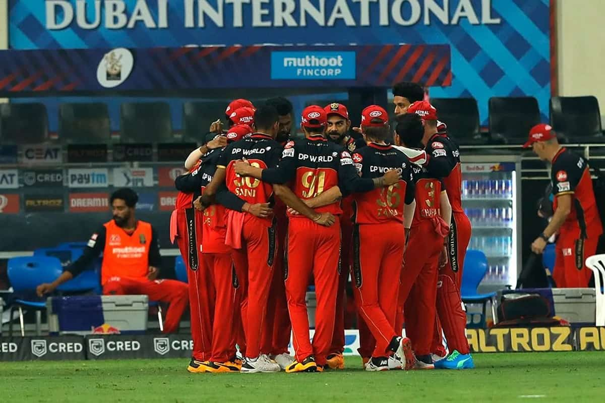 Cricket Image for Video: Virat Kohli Gives Pep Talk To His RCB Teammates Ahead Of IPL 2021