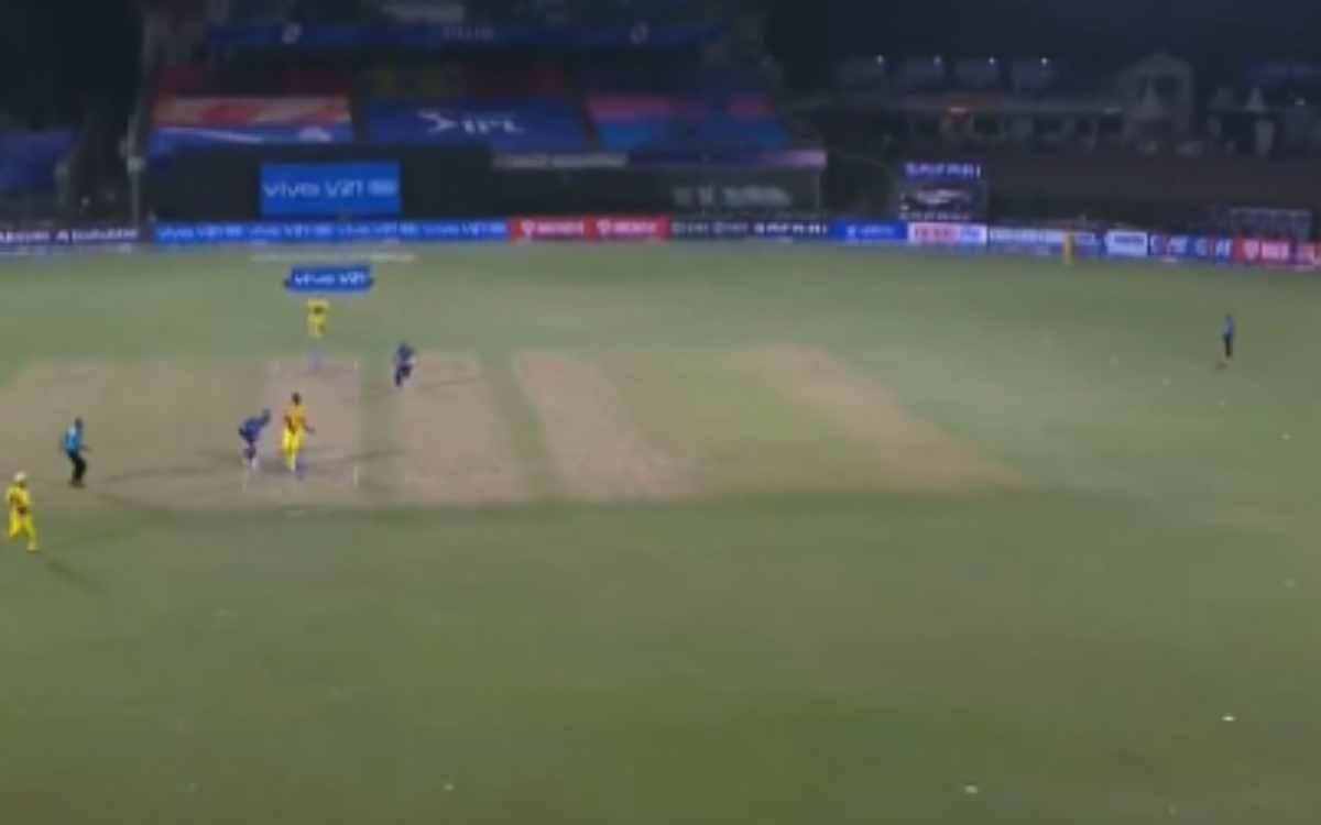 Cricket Image for क्या आखिरी गेंद पर धोनी की गलती से हारी CSK ? फील्डिंग की सजावट पर कोच फ्लेमिंग ने