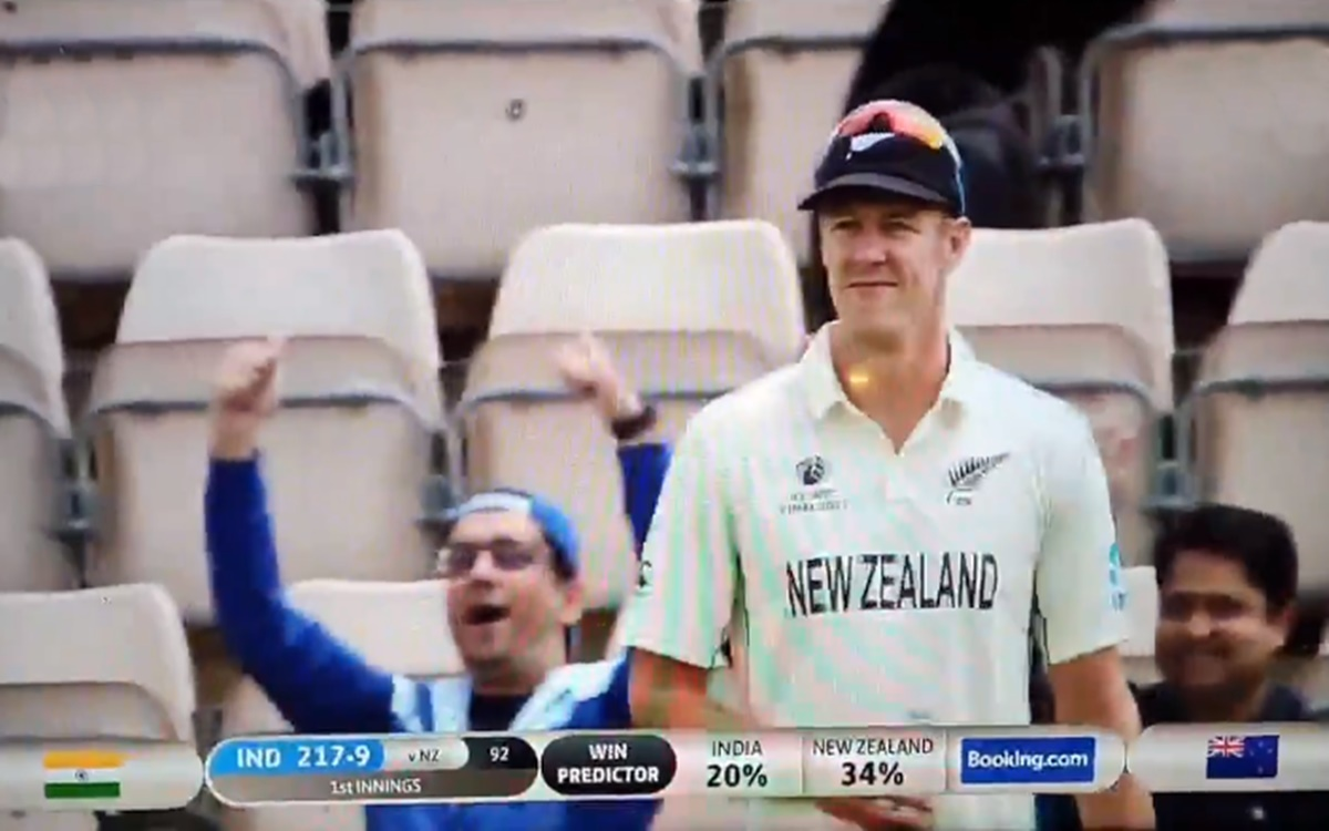 Cricket Image for Wtc Final Kyle Jamieson Blocking The Fans From Getting On The Big Screen