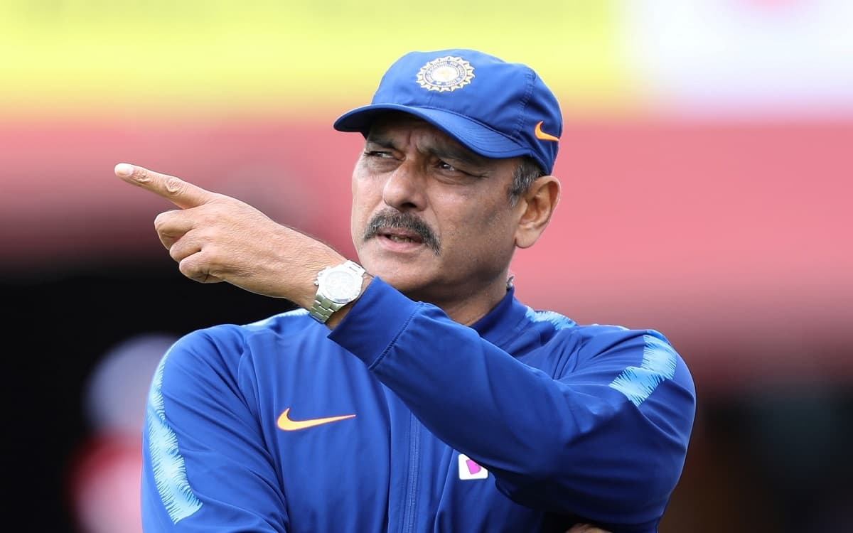 Coach Ravi Shastri's interesting feat on the field of England with pitch curator's dog got fielding practice