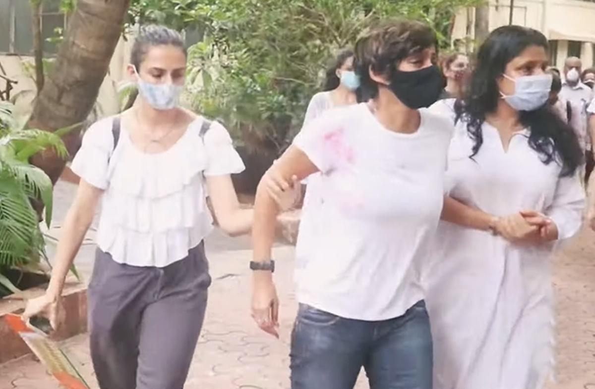 Cricket Image for Cricket Host Mandira Bedi In Deep Trauma After His Husband Death