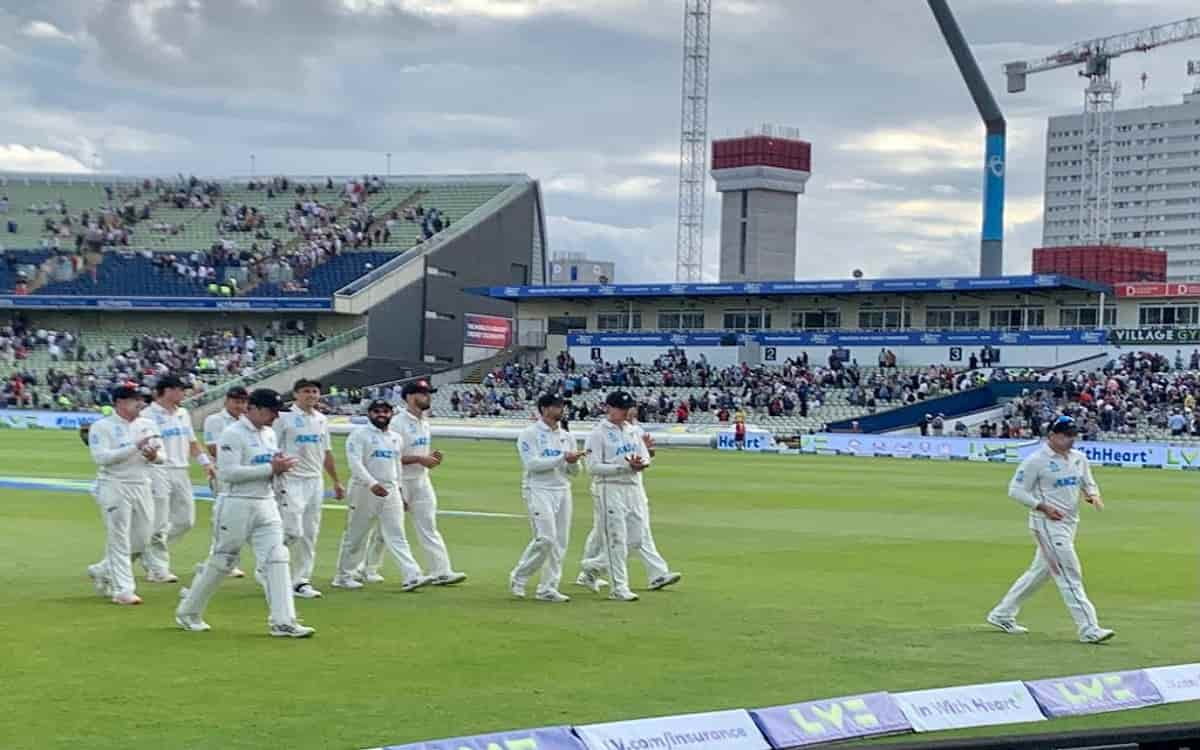 England batting line up battered in front of New Zealand's bowling  Kiwis got the target of 38 runs