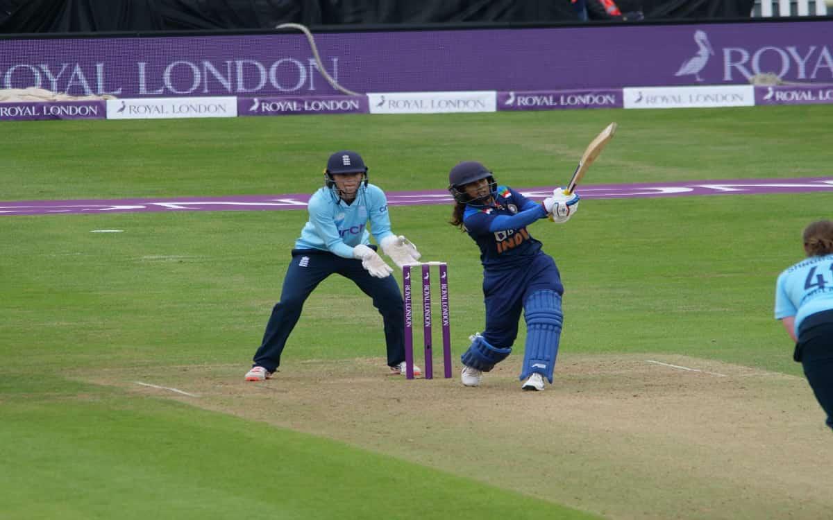 Cricket Image for भारतीय महिला टीम ने इंग्लैड को दिया 202 रनों का टारगेट, कप्तान मिताली राज ने ठोका
