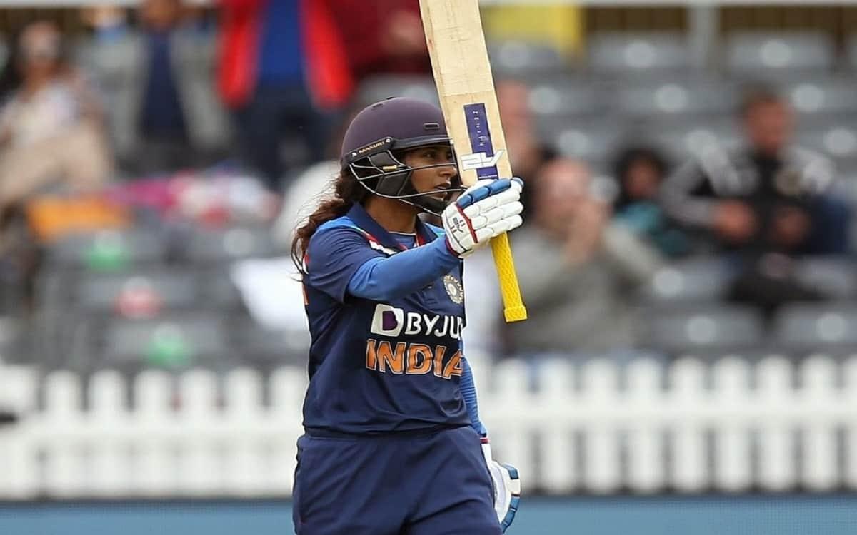 Cricket Image for  ENGW vs INDW: भारतीय महिला टीम ने इंग्लैंड को दिया 222 रनों का टारगेट, कप्तान मिथ