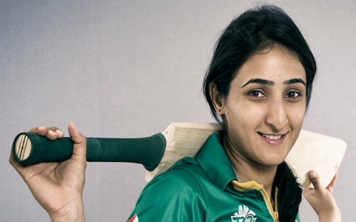 Cricket Image for Pcb Issued Central Contract For Women Players Bismah Maroof Retained In Category A