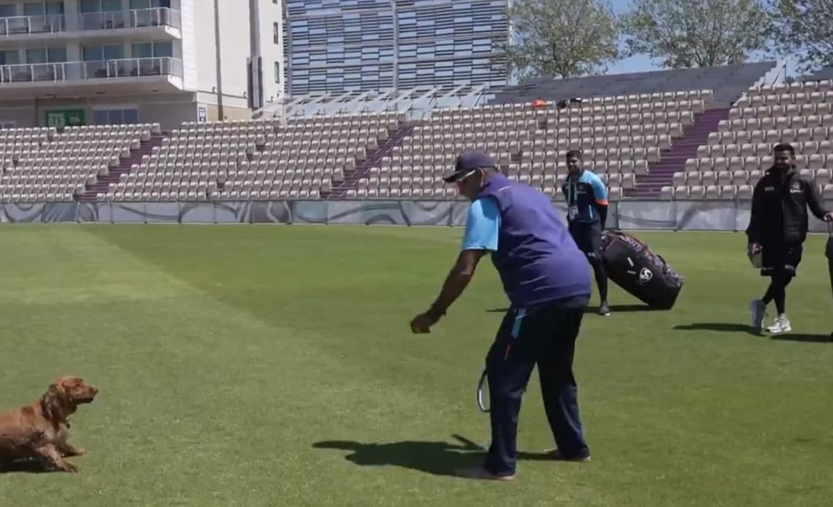 Cricket Image for Ravi Shastri Gives Fielding Classes To 'Buddy Winston' After India's Practice Sess