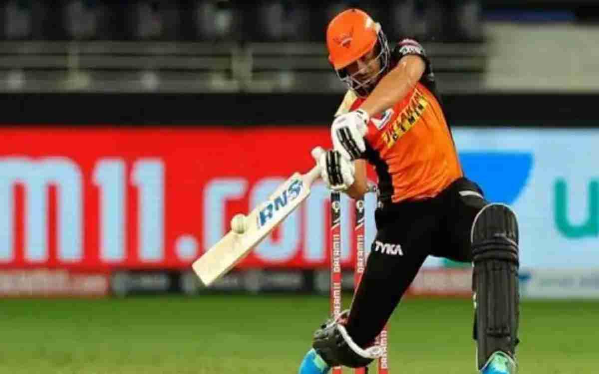 Cricket Image for VIDEO : SRH के ऑलराउंडर ने उड़ाए फैंस के होश, सिंगर बनकर गाए किशोर कुमार और आतिफ अ
