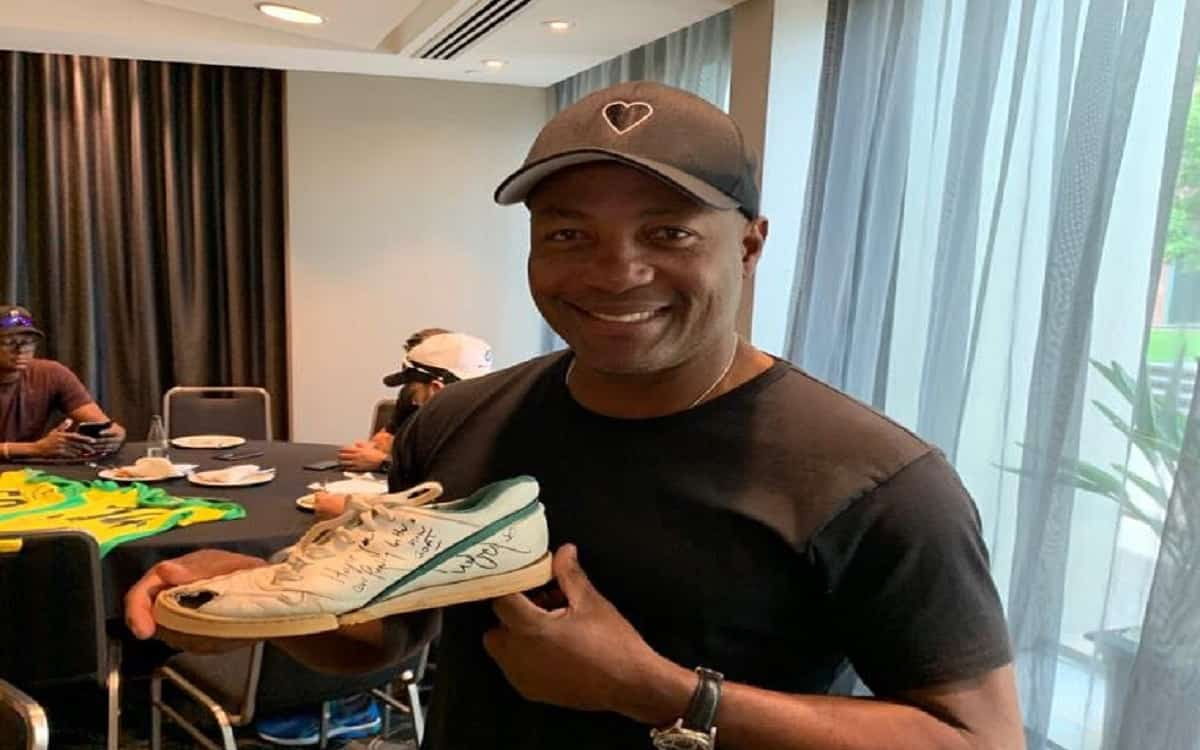 Cricket Image for When Brian Lara Dug Out His Wasim Akram-Punctured 1992 WC Shoe For Charity