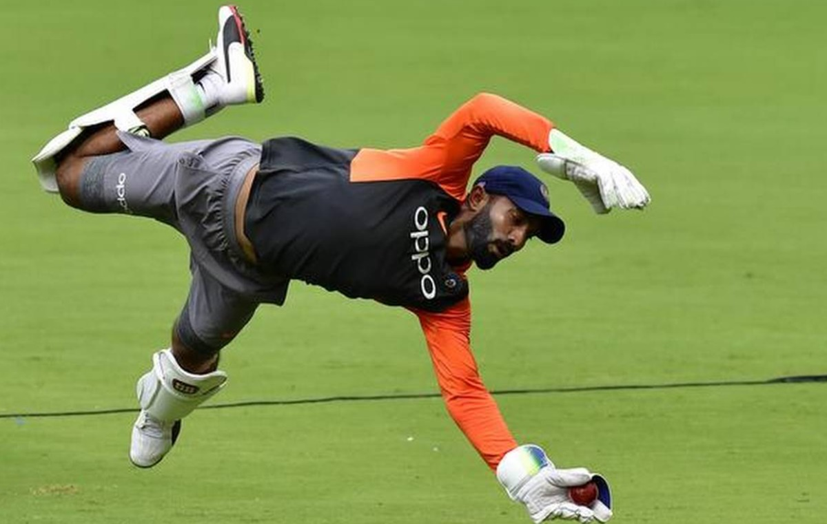 Cricket Image for Dinesh Karthik Has Sent A Reminder To Virat Kohli After Rishabh Pant Corona Positi
