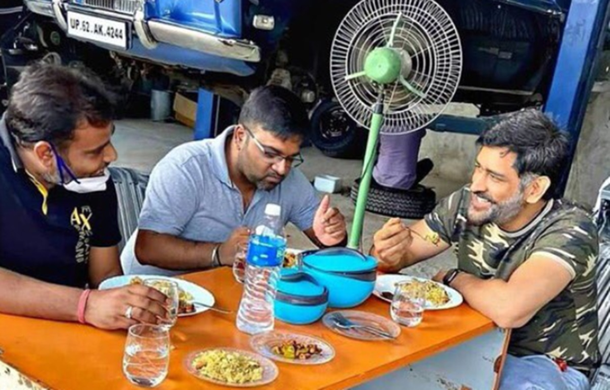 Cricket Image for Ms Dhoni Enjoys Food At Garage Fans Loves His Simplicity