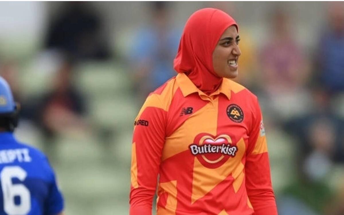 Cricket Image for The Hundred: 22 साल की स्पिनर अबताहा मकसूद ने जीता दिल, 'हिजाब' पहनकर की गेंदबाजी
