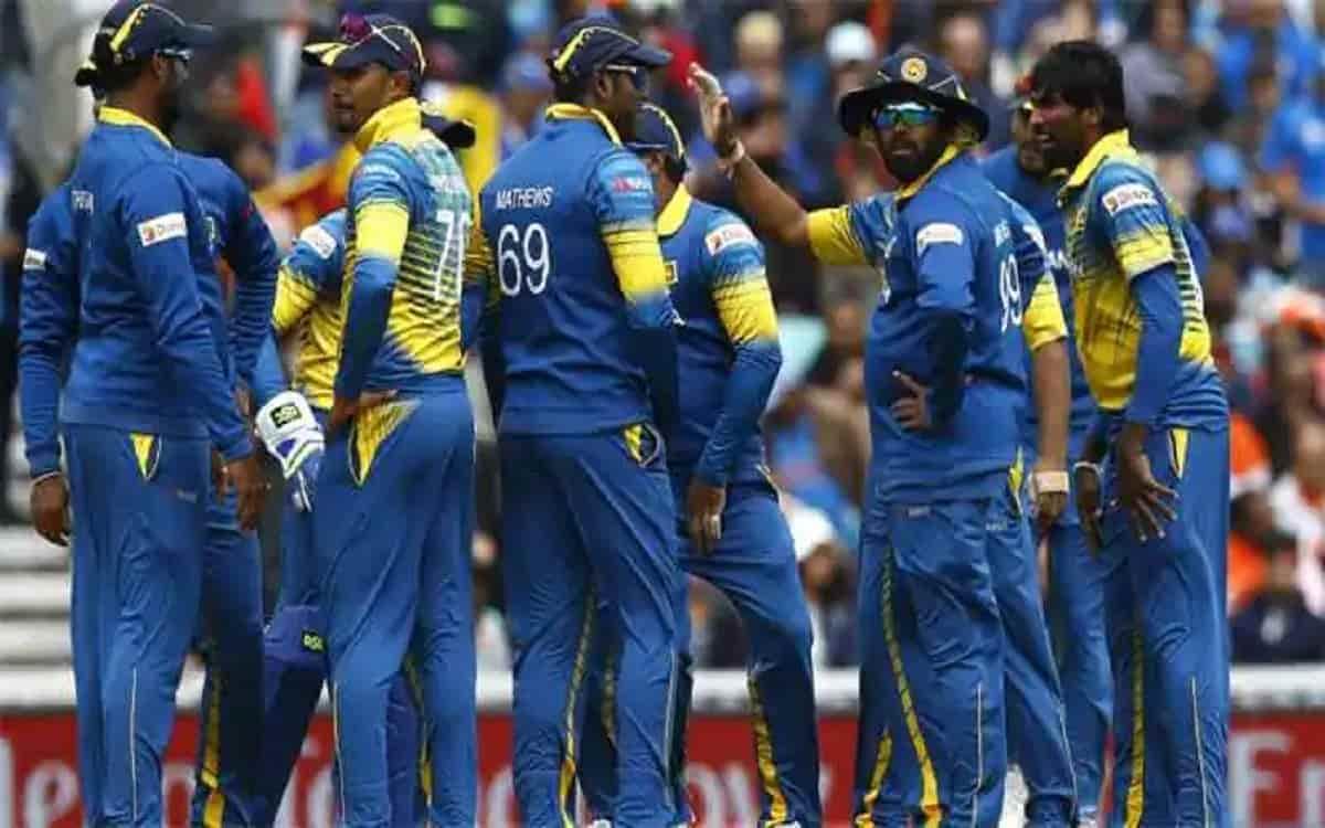 भारत के खिलाफ सीरीज से पहले श्रीलंका को लगा बड़ा झटका, ये दिग्गज खिलाड़ी टीम से हटा