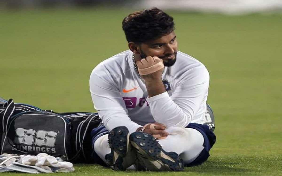 Cricket Image for इंग्लैंड में मौजूद भारतीय टीम के लिए बुरी खबर, कोरोना पॉजिटिव पाए गए पंत और 4 अन्य