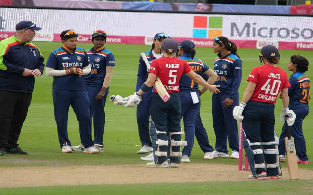 Cricket Image for Indian Womens Team Returns In Second Odi By Beating England By 8 Runs