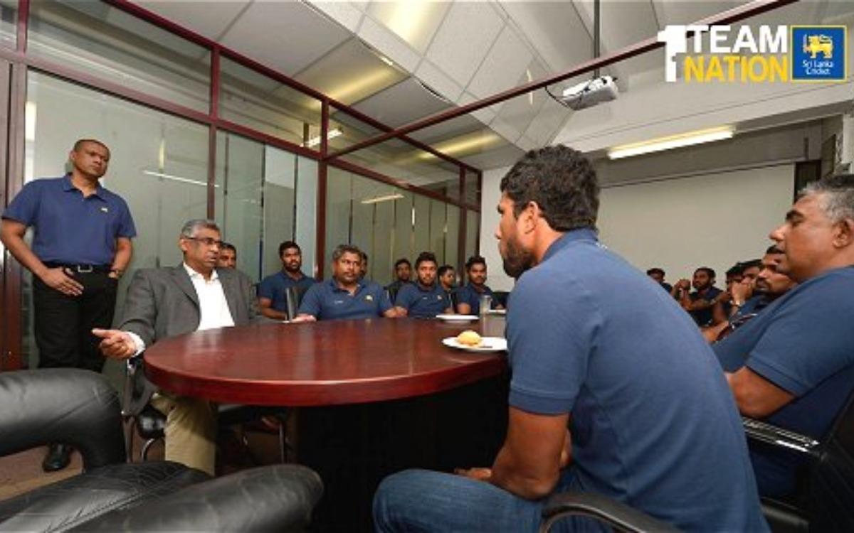Cricket Image for श्रीलंका क्रिकेट बचाने के लिए बोर्ड ने उठाया बड़ा कदम, मुंबई इंडियंस के कोच को दी