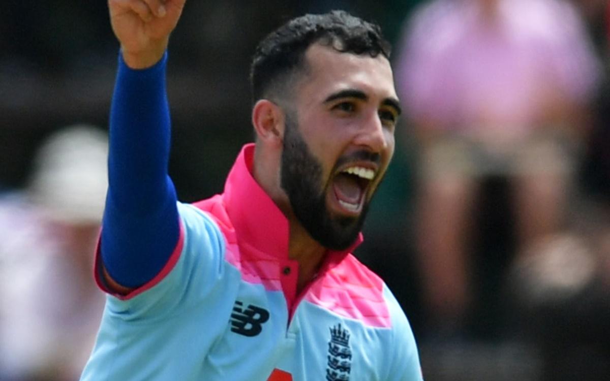 Cricket Image for Shoaib Akhtar Talks About England Pacer Saqib Mahmood Watch Video
