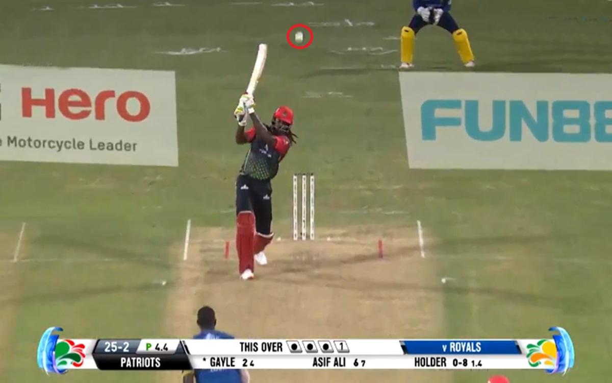 Cricket Image for VIDEO: क्रिस गेल ने छक्का मारकर तोड़ा शीशा, कमेंटेटर के उड़े होश