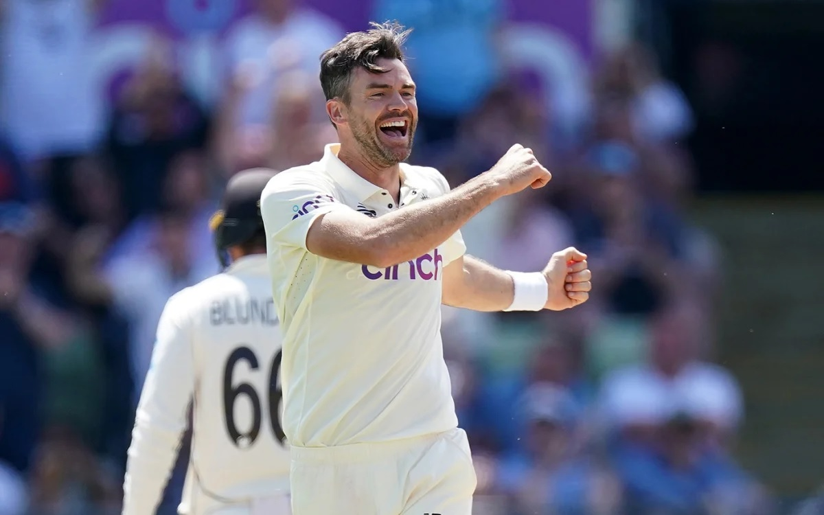James Anderson becomes the 2nd bowler to take 400 Test wickets at home
