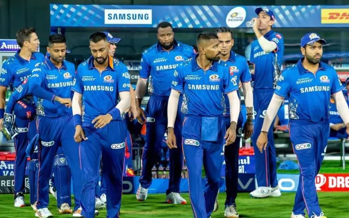 Cricket Image for VIDEO: 3000 फीट की ऊंचाई पर मुंबई इंडियंस का अनोखे स्टाइल में हुआ अबू धाबी में स्व