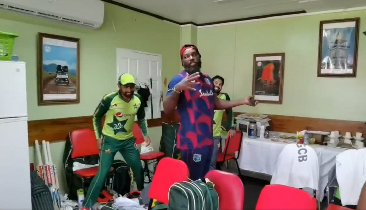 VIDEO Chris Gayle visits the Pakistan dressing room after T20I series