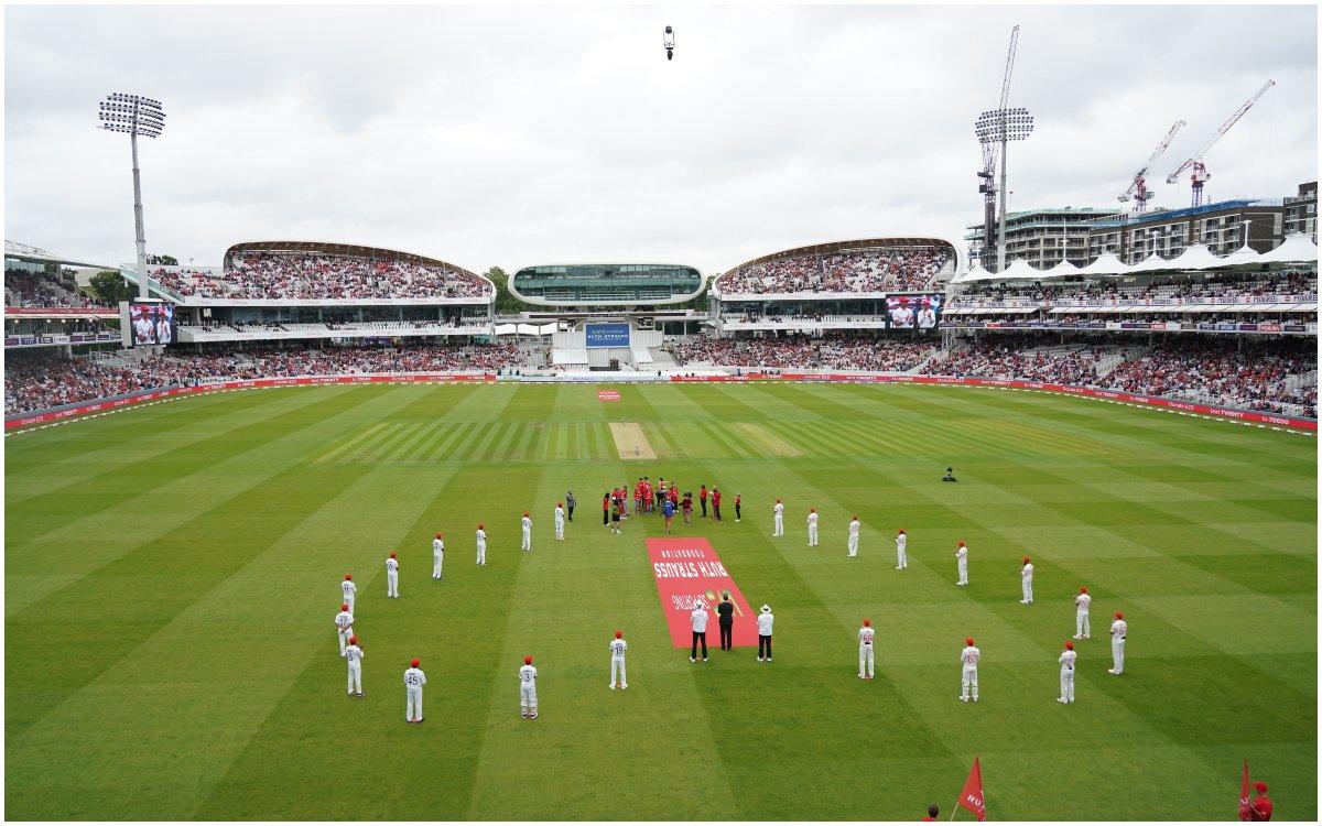 Cricket Image for VIDEO: दूसरे दिन खिलाड़ियों के सिर पर दिखी लाल टोपी, वजह जानकर आप भी हो जाएंगे इमो