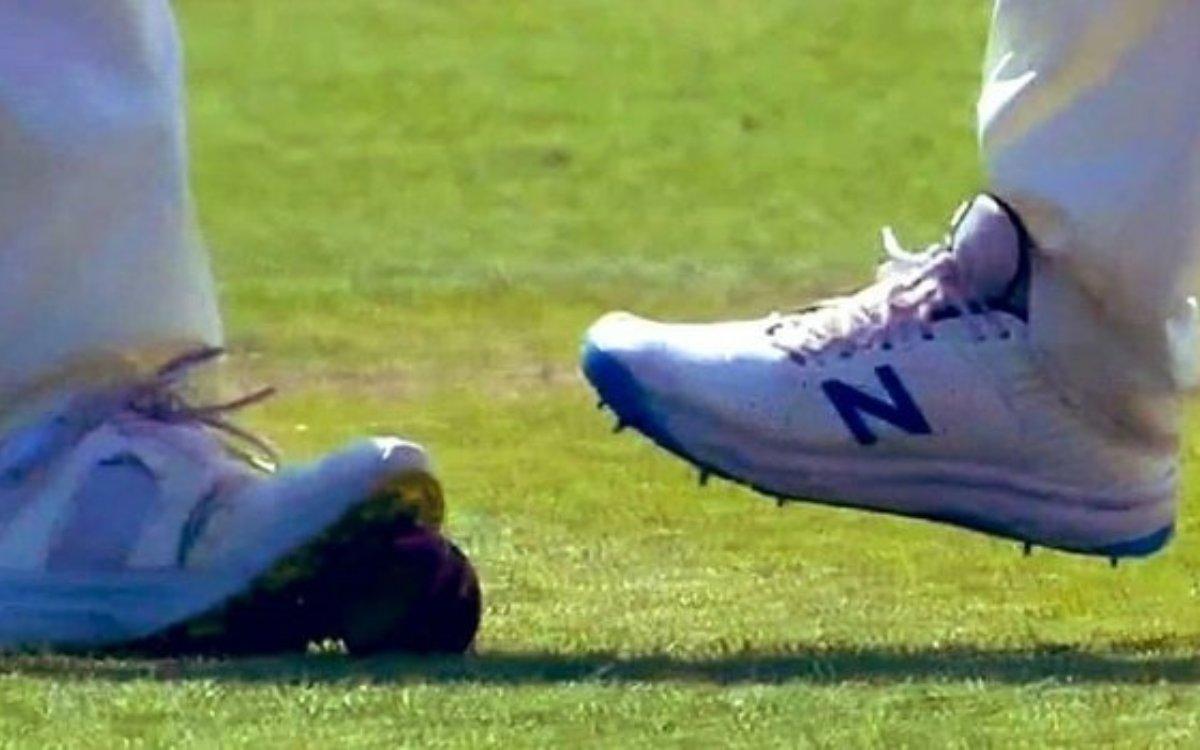 Cricket Image for VIDEO : 'बॉल टेंपरिंग या कुछ और', वायरल वीडियो ने बढ़ाई इंग्लैंड की मुश्किलें