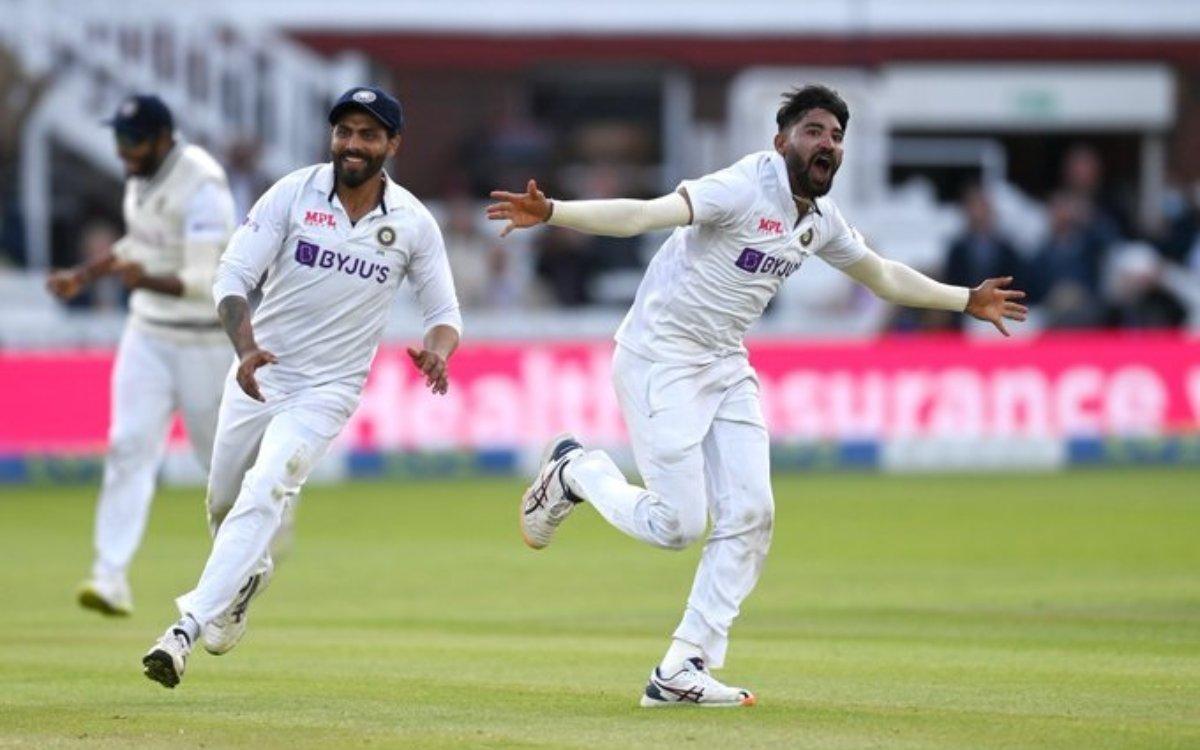 Cricket Image for VIDEO : एक बार फिर दो गेंदों में पलट दिया मैच, सिराज तुम्हारा कोई जवाब नहीं