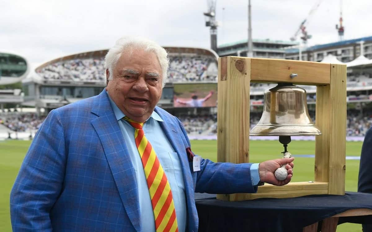 The third day's game started at lord's after former indian wicketkeeper Farooq Engineer ringing the bell