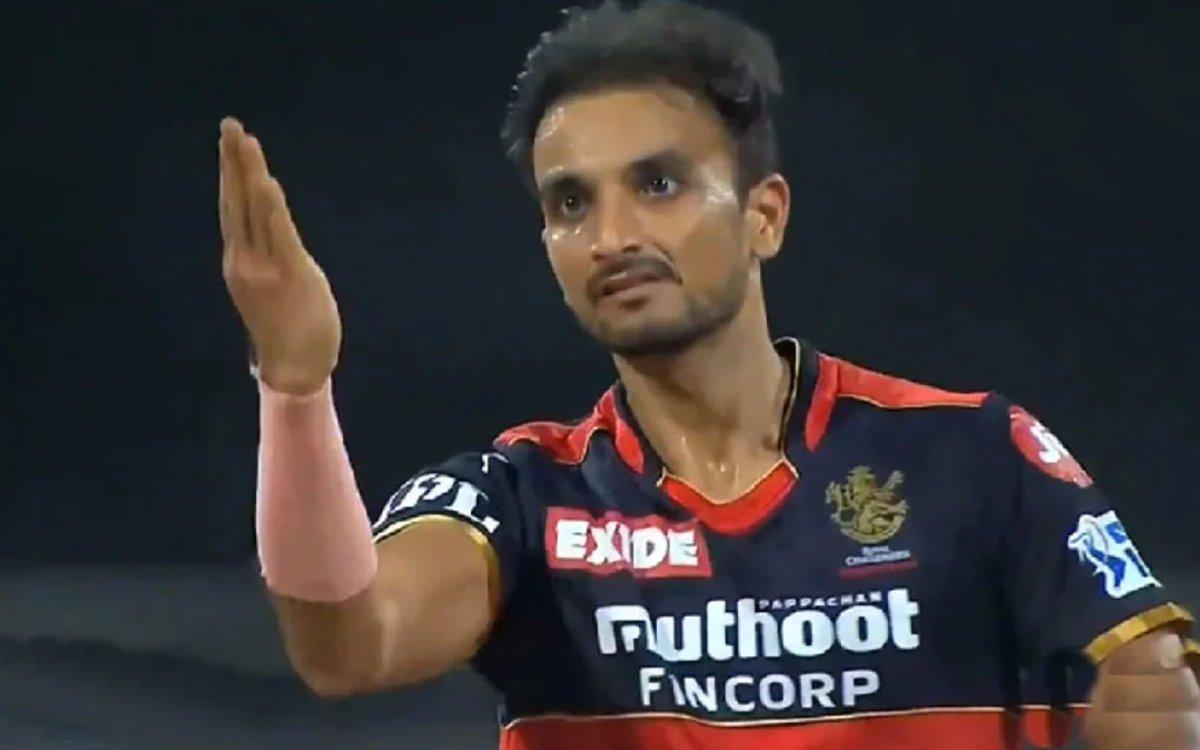 Cricket Image for VIDEO : 'हर्षल पटेल को मत खिलाओ', पहले हाफ के हीरो के खिलाफ क्यों हैं आकाश चोपड़ा?