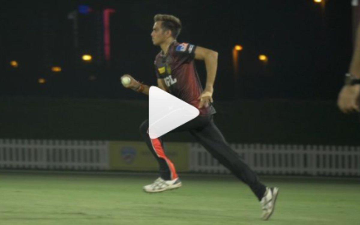 Cricket Image for IPL 2021 : कमलेश नागरकोटी की यॉर्कर पर बेबस हुए DK, देखें वीडियो