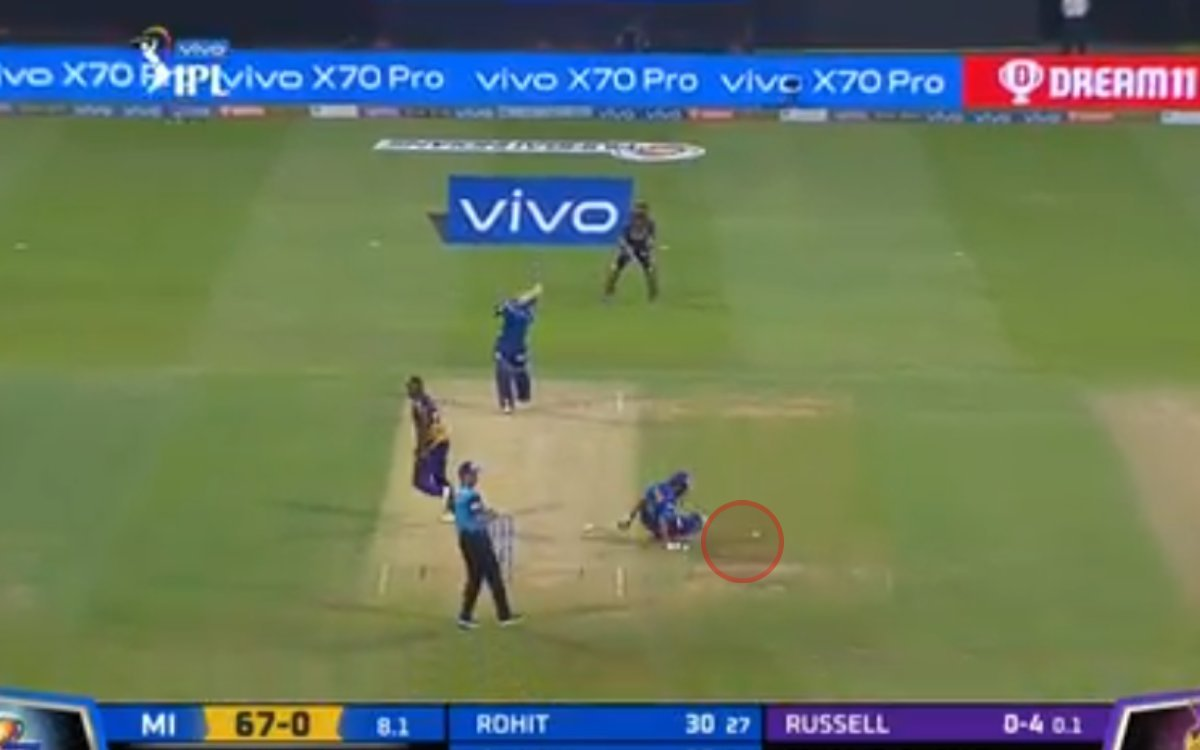 Cricket Image for VIDEO : बाल-बाल बचे रोहित शर्मा, डी कॉक के 'बुलेट' चौके से बचाई ज़ान