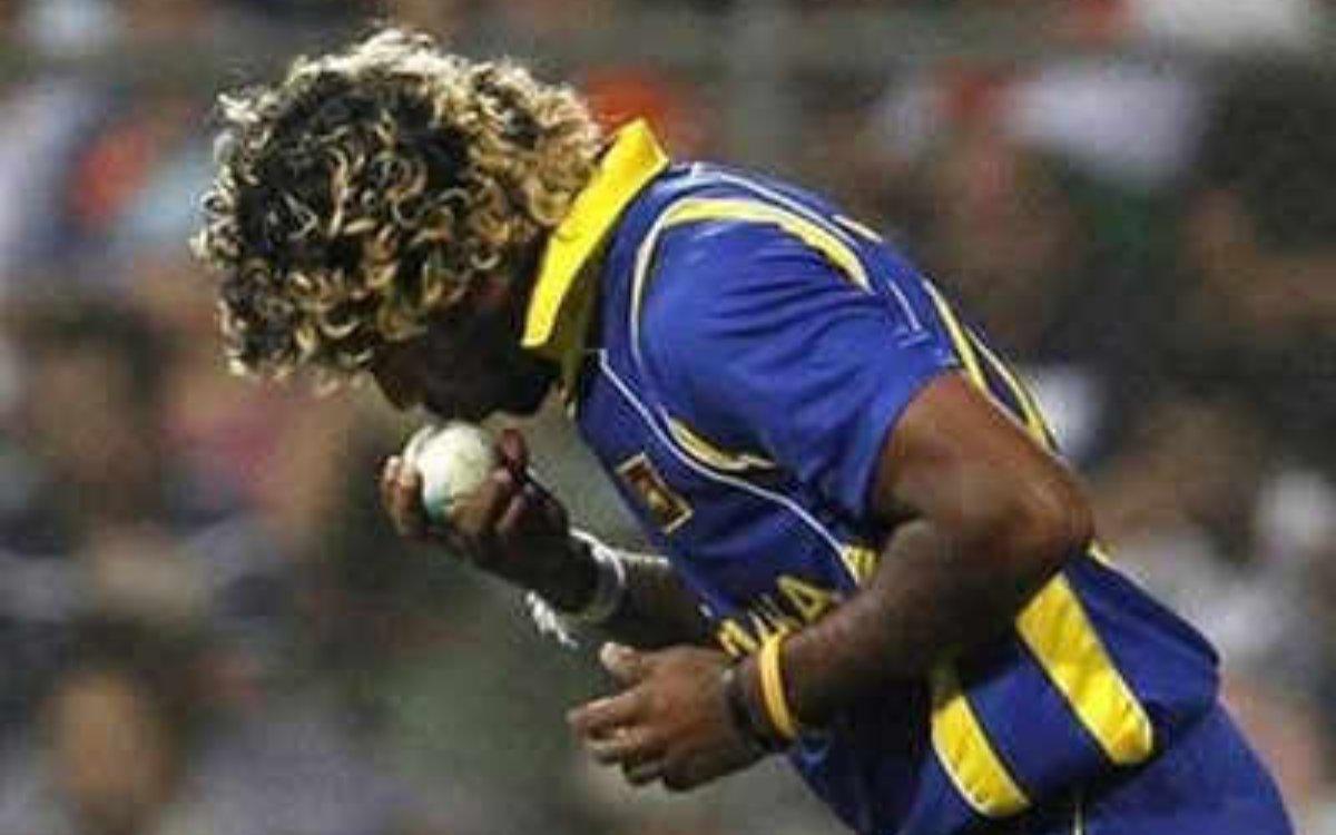 Cricket Image for बॉलिंग से पहले गेंद को क्यों 'KIss' करते थे लसिथ मलिंगा ? खुद उठाया राज़ से पर्दा