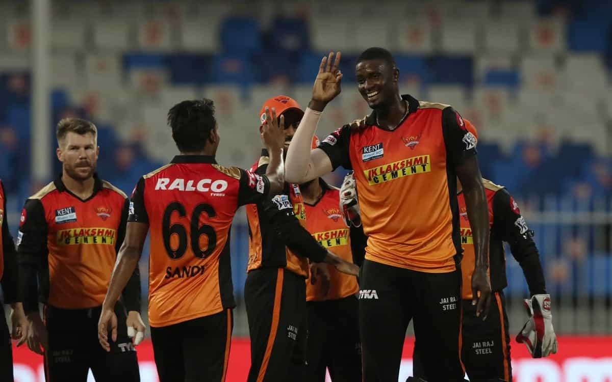 Cricket Image for IPL 2021: सनराइजर्स हैदराबाद के गेंदबाजों के सामने बेबस नजर आई पंजाब, 7 विकेट खोकर