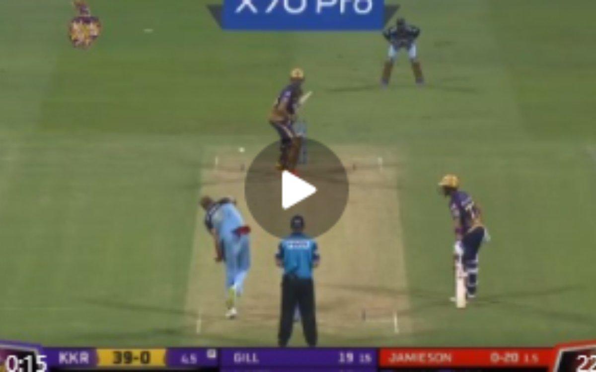 Cricket Image for VIDEO : MBA बैट्समैन ने लगाया जैमीसन को 88 मीटर छक्का, ज़िंदगी बदलने के लिए ठुकराई