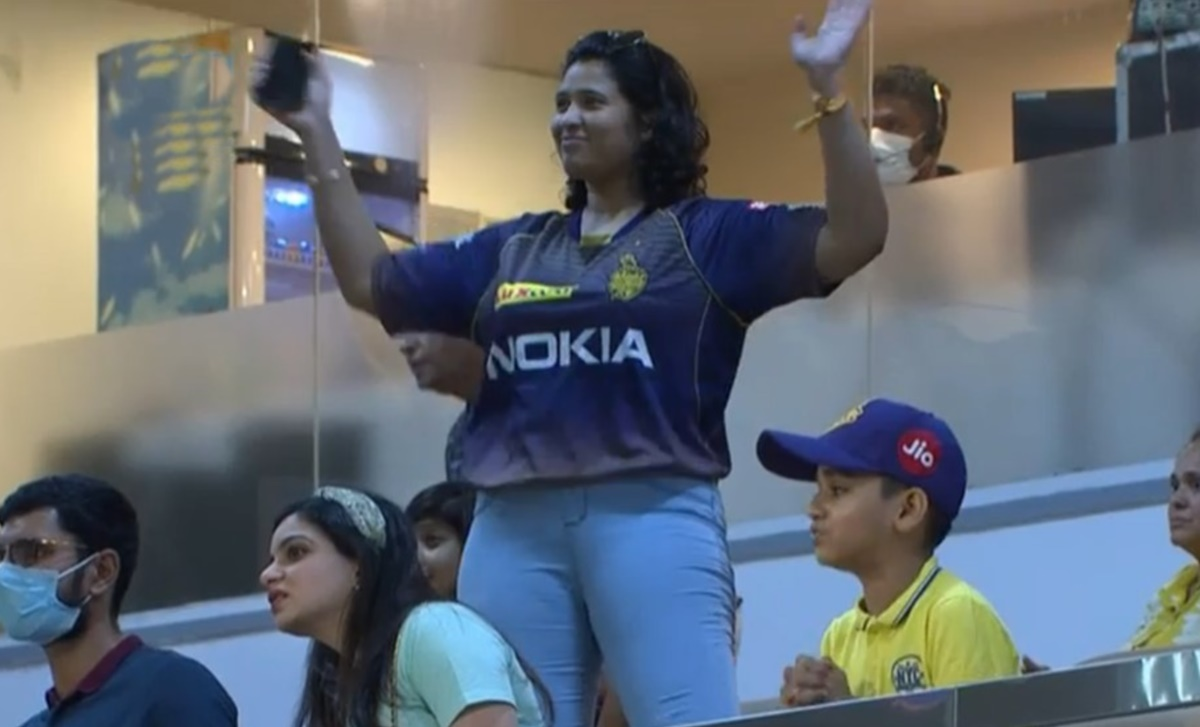 Cricket Image for Sunil Narine Gets Out Kkr Fan Mistakenly Celebrates His Shot