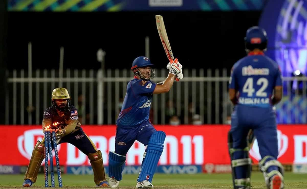 Delhi capitals looked helpless in front of KKR's bowling attack gave a target of just 136 runs