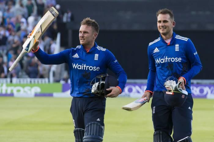 एलेक्स हेल्स और जेसन रॉय ने इंग्लैंड को दिलाई रिकार्ड जीत