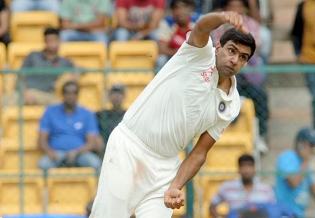 मुथैया मुरलीधरन ने अश्विन को बताया सर्वश्रेष्ठ स्पिन गेंदबाज