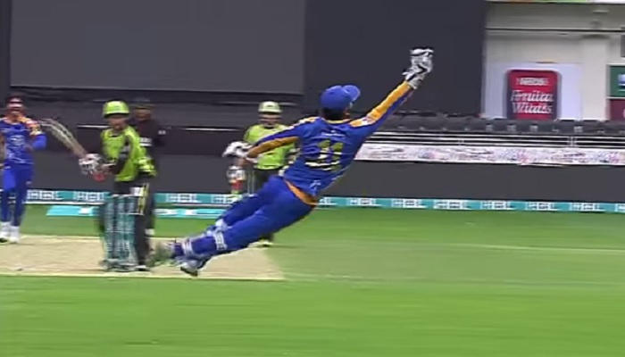 पीएसएल 2017 में कुमार संगकारा ने लपका हैरान करने वाला कैच, हर कोई रह गया भौचक्का