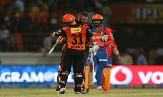 वार्नर और धवन का बल्ला चला, गुजरात की 10 विकेट से हार