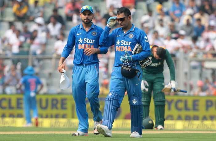 Cricket Image for बॉलीवुड सितारों के खिलाफ फुटबॉल मैच खेलेंगे धोनी, कोहली