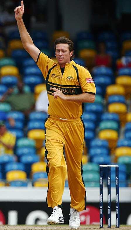 Hd Image for Cricket Glenn McGrath 7/15 in Hindi
